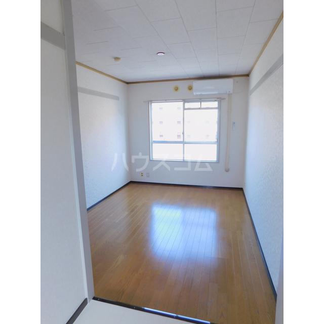 スカイハイツ土方 205号室のリビング