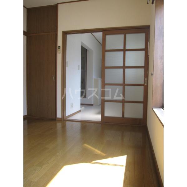 峰岸コーポ 202号室の居室