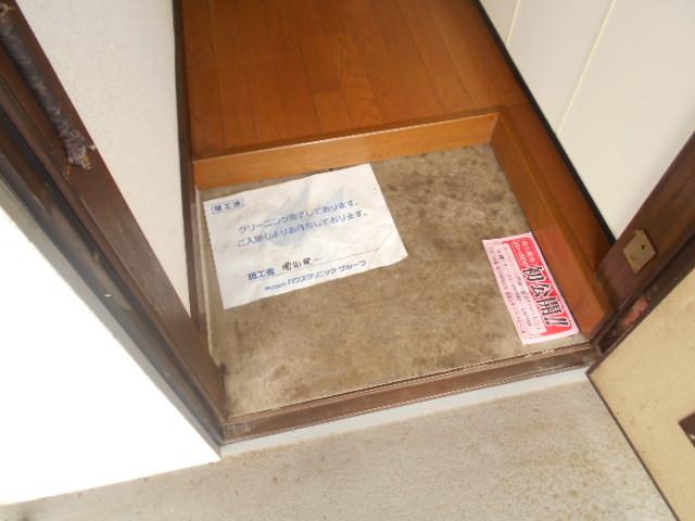 ゆたかハイツ 202号室の玄関