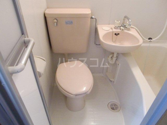 エステートアイ 205号室のトイレ