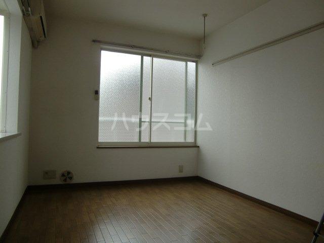 エステートアイ 205号室の居室
