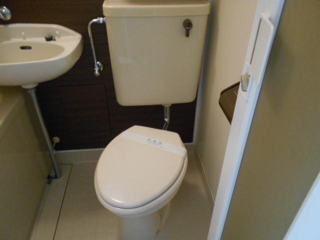 リヴェール多摩センター 506号室のトイレ