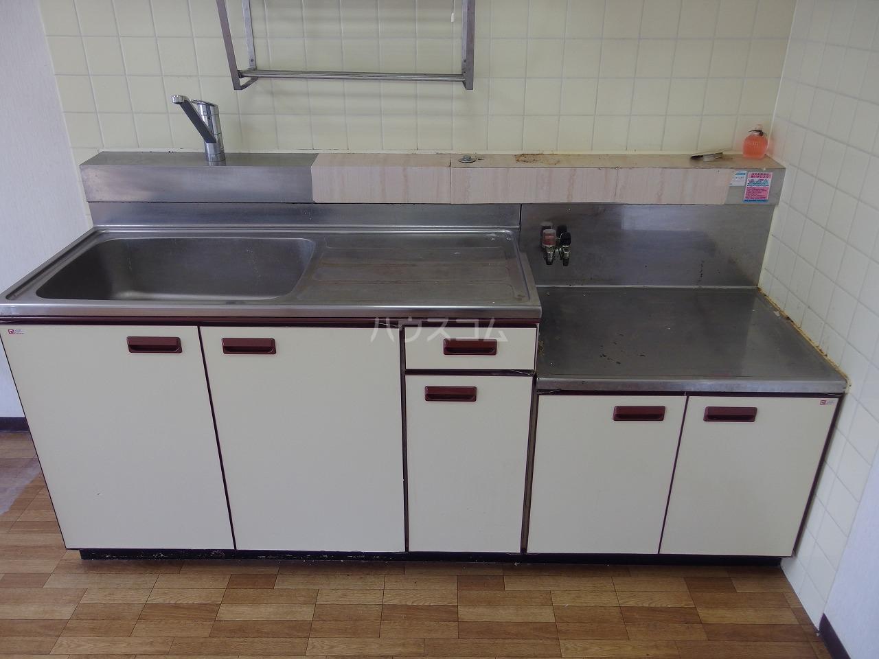 ロータスハイム 301号室のキッチン