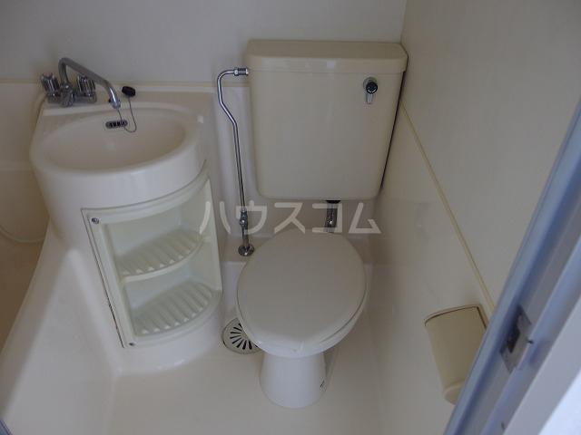 ヤングライフ霞ヶ関 302号室のトイレ