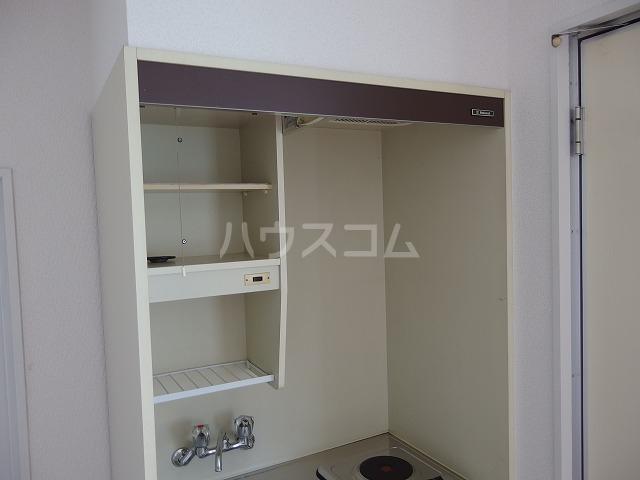ヤングライフ霞ヶ関 302号室のキッチン