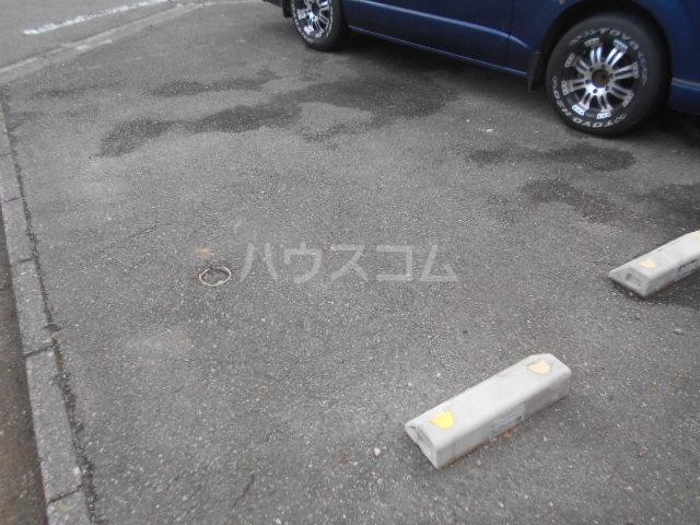ハイツ・シゲノブC 201号室の駐車場