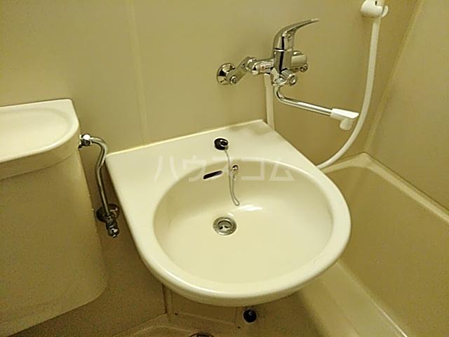 メゾンド・エトワール 301号室の洗面所