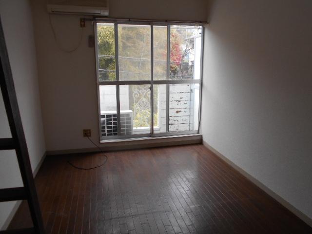 ホワイトウイング連光寺Ⅱ 204号室のリビング