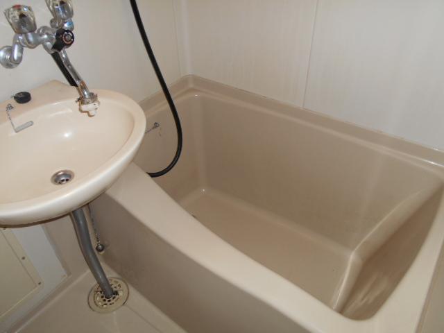 ホワイトウイング連光寺Ⅱ 204号室の風呂