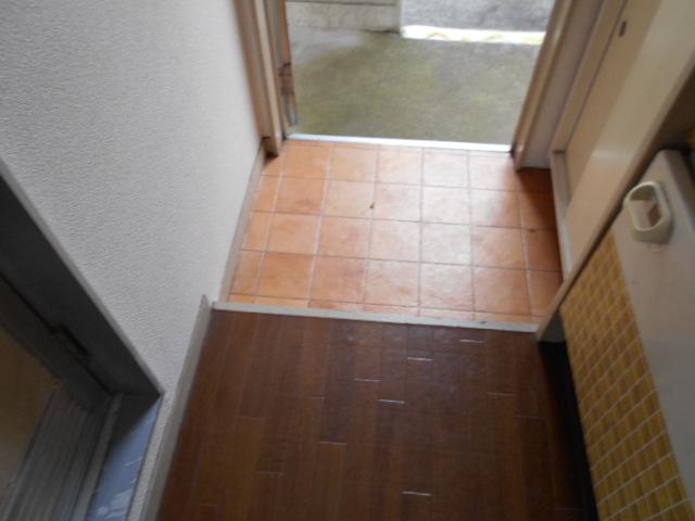 ホワイトウイング連光寺Ⅱ 204号室の玄関