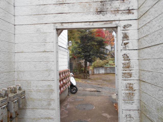 ホワイトウイング連光寺Ⅱ 204号室のエントランス