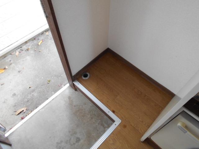 ホワイトウイング連光寺Ⅲ 103号室の玄関