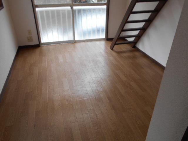 ホワイトウイング連光寺Ⅲ 103号室の居室