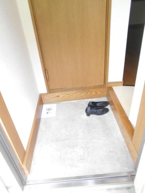 グリーンハイツ多摩 201号室の玄関