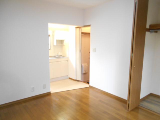 グリーンハイツ多摩 201号室の居室