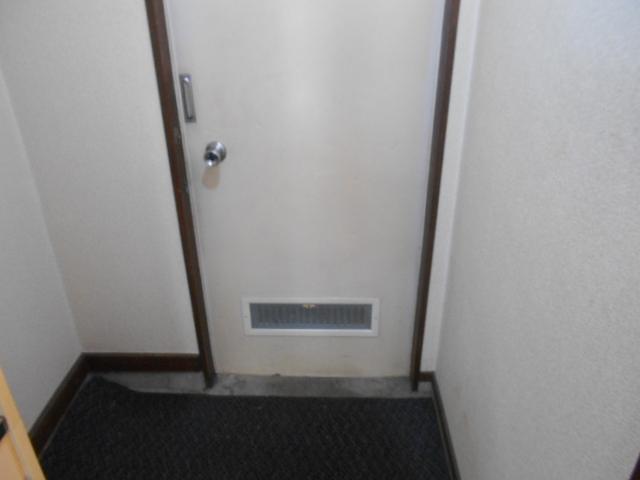 ホワイトウイングI・M 205号室の玄関