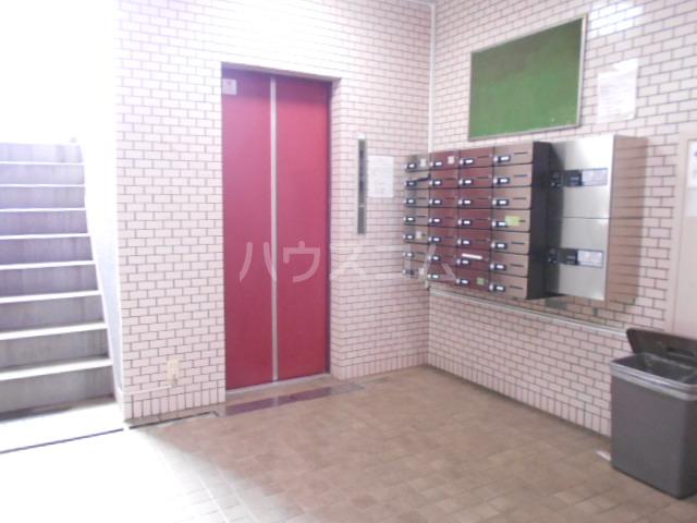 サンクチュアリーフォレスト 402号室のエントランス