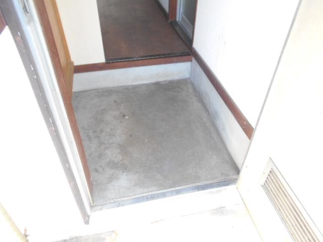 走井ハイツ 201号室の玄関