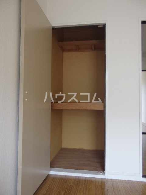 スパローハイムA 102号室の収納