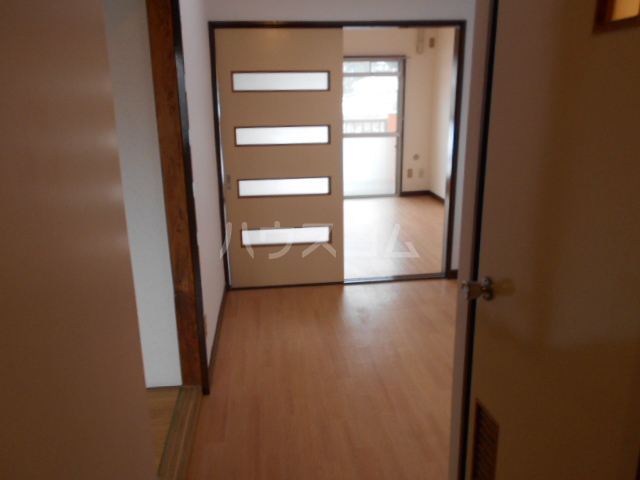 サンハイツ多摩 302号室のリビング