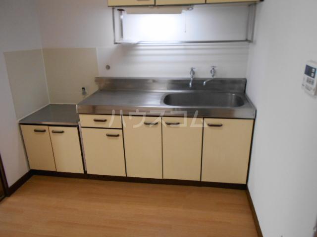 サンハイツ多摩 302号室のキッチン