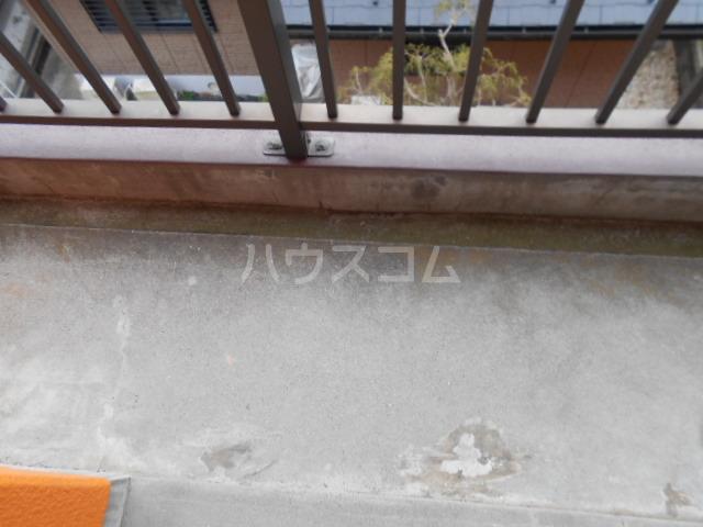 サンハイツ多摩 302号室のバルコニー