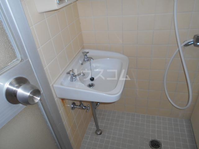 サンハイツ多摩 302号室の洗面所