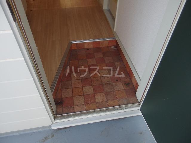 UトピアB棟 203号室の玄関