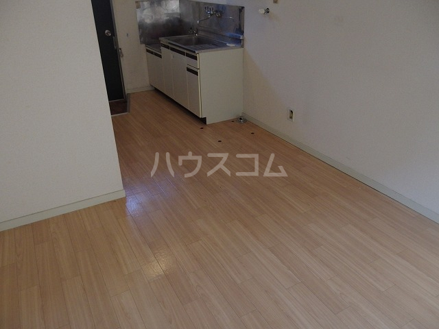 UトピアB棟 203号室の居室
