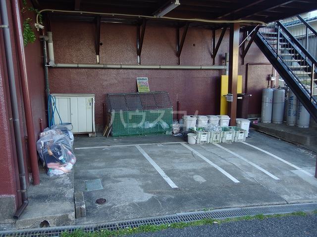 UトピアB棟 203号室の駐車場