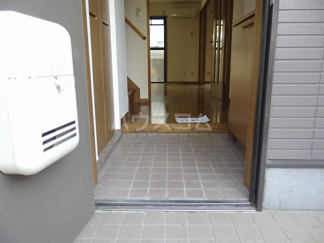ハウスコヤマの玄関