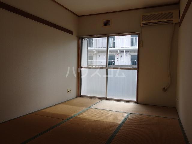 コーポ有賀 204号室の居室