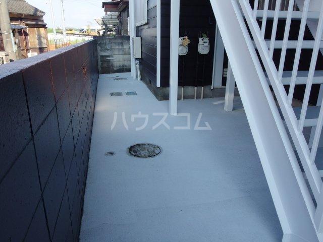 ヴィヴェール桜ヶ丘 202号室のバルコニー