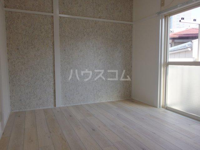 ヴィヴェール桜ヶ丘 202号室のリビング