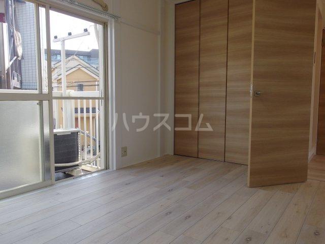 ヴィヴェール桜ヶ丘 202号室の居室