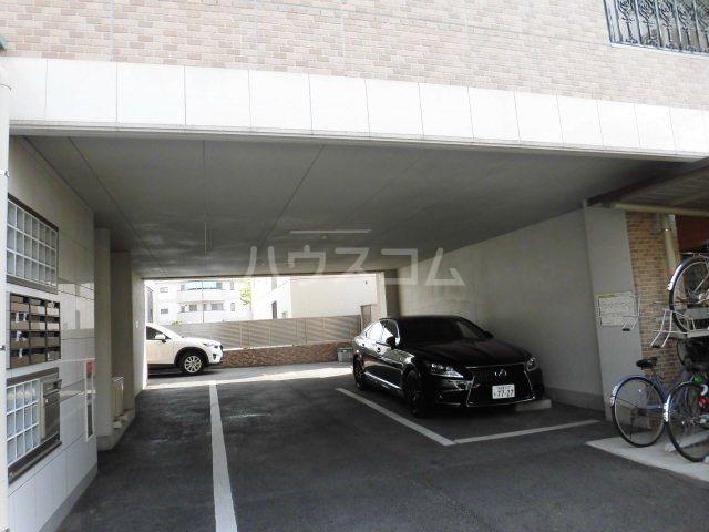 ピオーネ覚王山 203号室の駐車場
