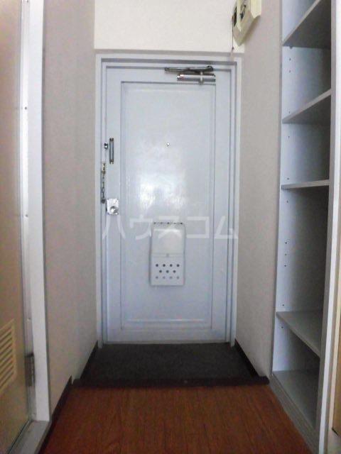 fメゾン振甫 302号室の玄関