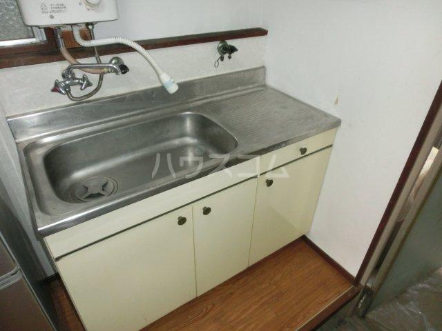 第2菊富士マンション 102号室のキッチン