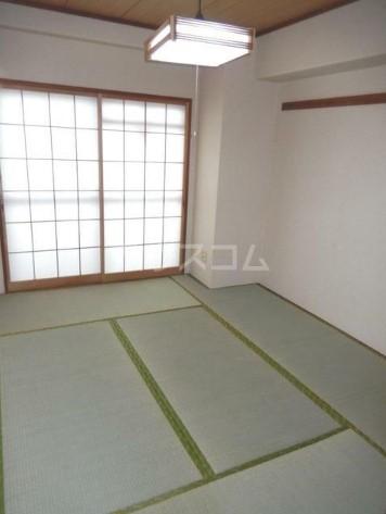 TOビル 504号室の居室