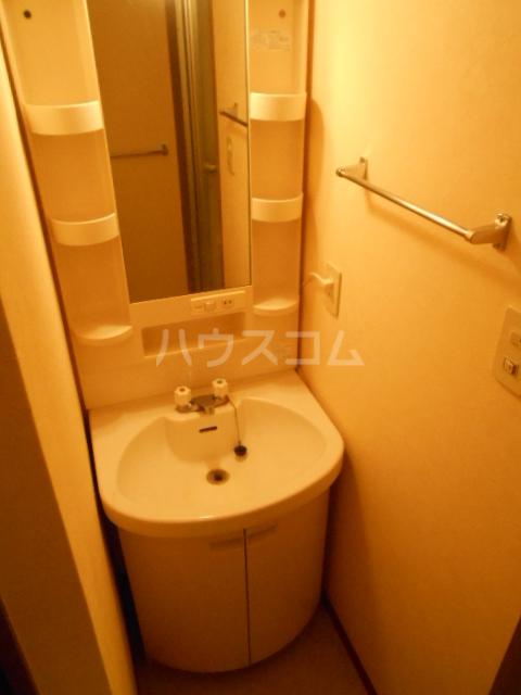 ユートピアハイム高野台 302号室の洗面所