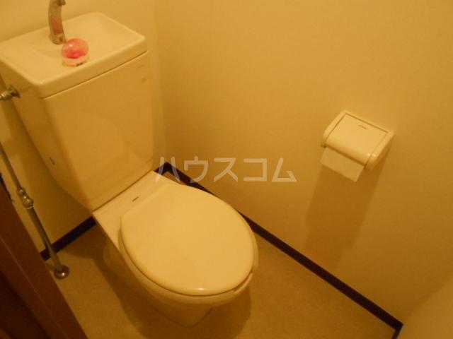 ユートピアハイム高野台 302号室のトイレ