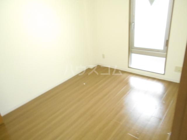 ユートピアハイム高野台 302号室のリビング