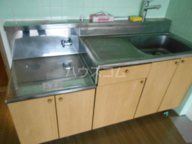 ユートピアハイム高野台 302号室のキッチン