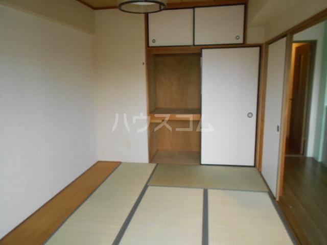 ユートピアハイム高野台 302号室の居室