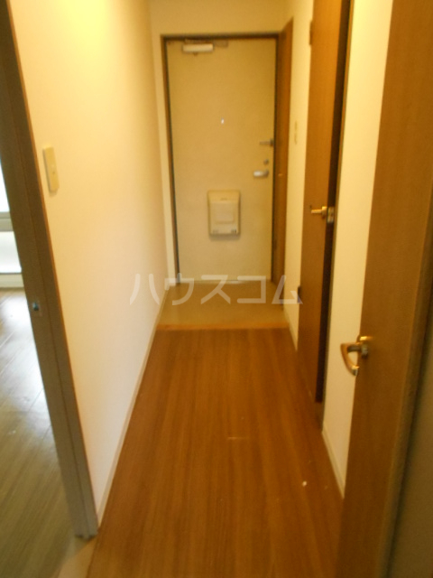 ユートピアハイム高野台 302号室の玄関