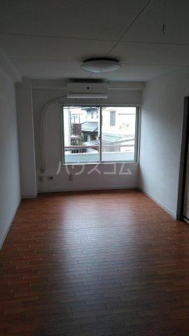 メゾン・ド・ワタナベ 202号室の居室