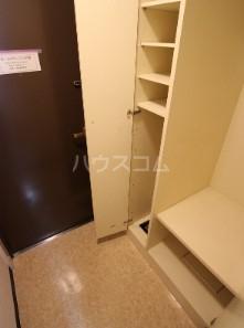 メゾン大塚 309号室の玄関