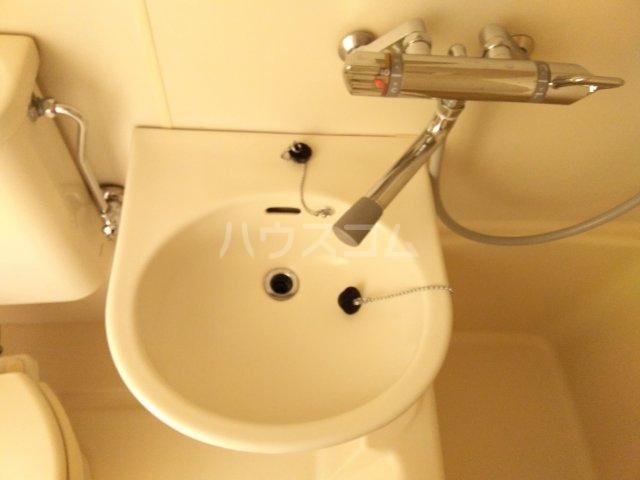 ホワイトハウス優 103号室の洗面所
