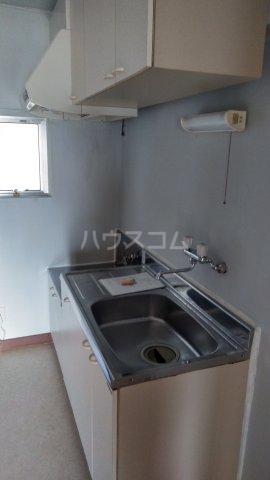 沖ハイツ 402号室のキッチン