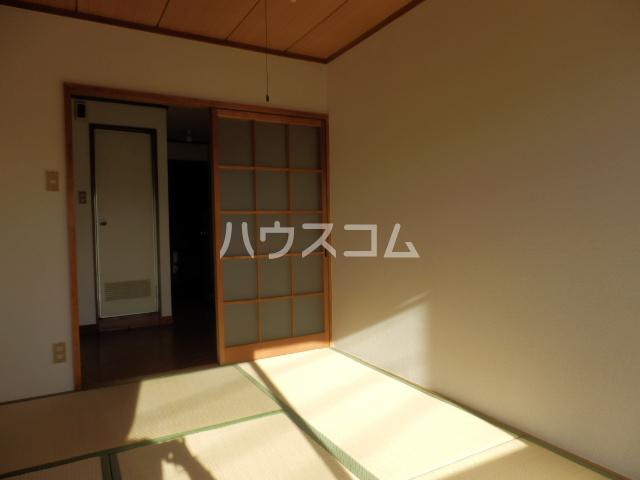 シャトー村瀬 303号室の居室